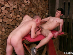Twink gets nude with boyfriend outdoors and enjoys blowjob
